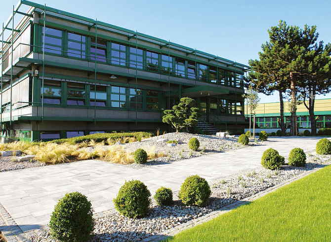 Здание производителя мембранных насосов KNF Neuberger GmbH в г. Фрайбург-Метцинген, Германия