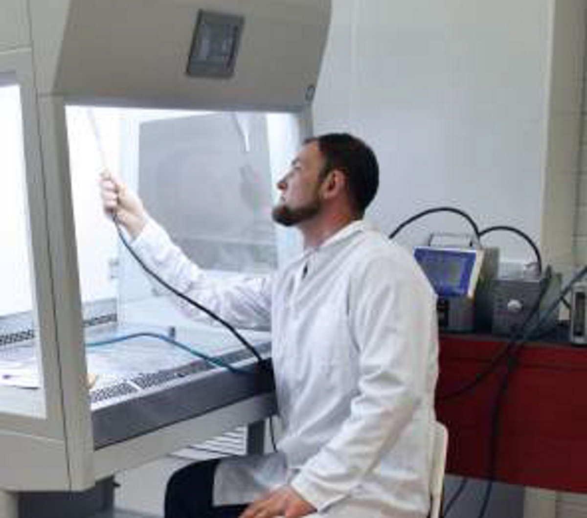 Замена HEPA фильтров в ламинарных боксах проводится на основе теста проверки их целостности