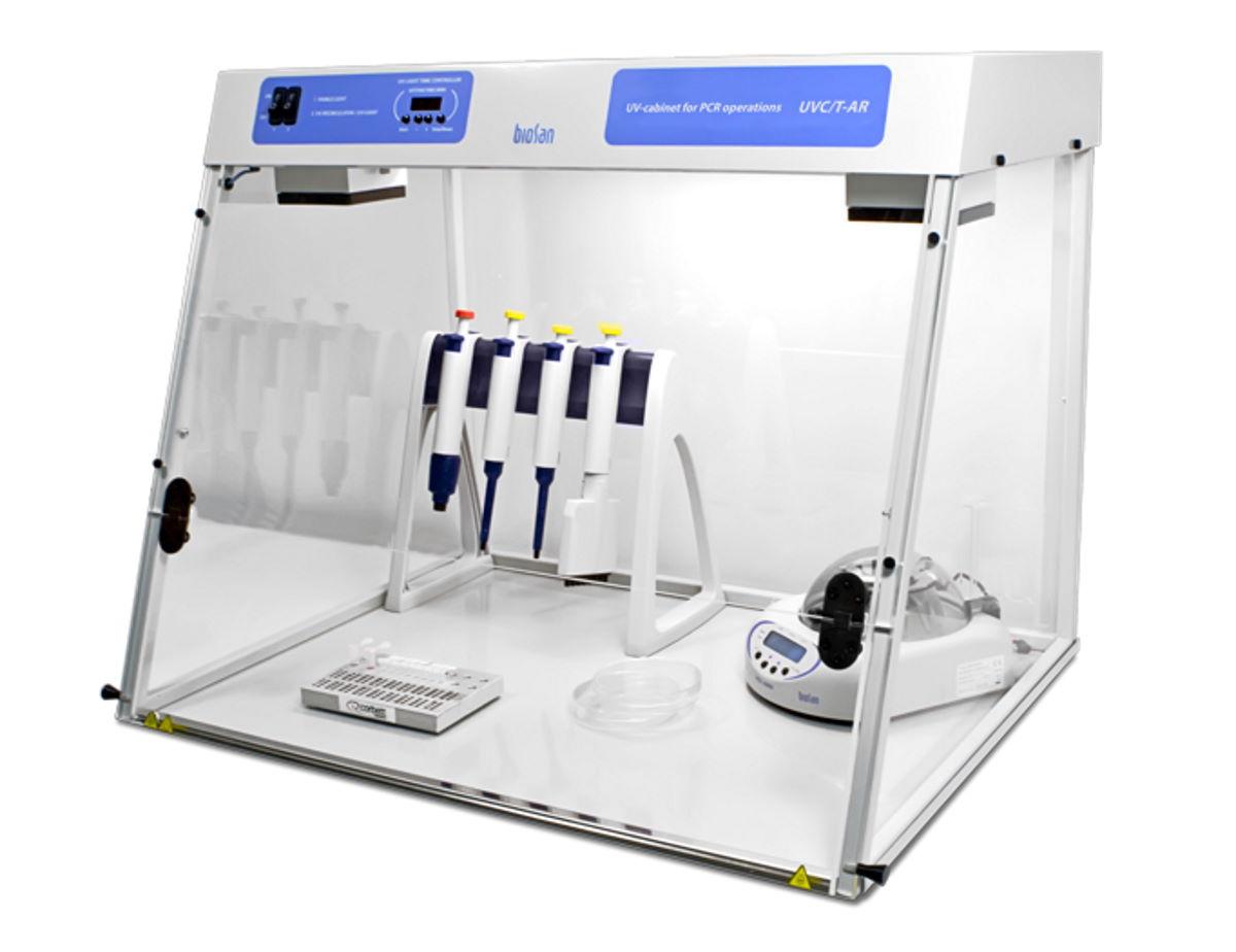 Бокс для стерильных работ UVC/T AR имеет боковые стенки и лицевое стекло из оргстекла